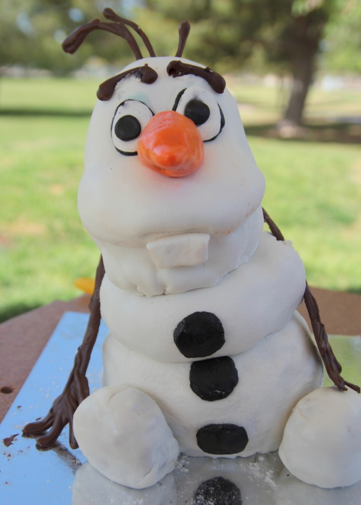 Fondant Olaf Cake